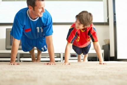 dad-and-kid-plank1692320635.jpg